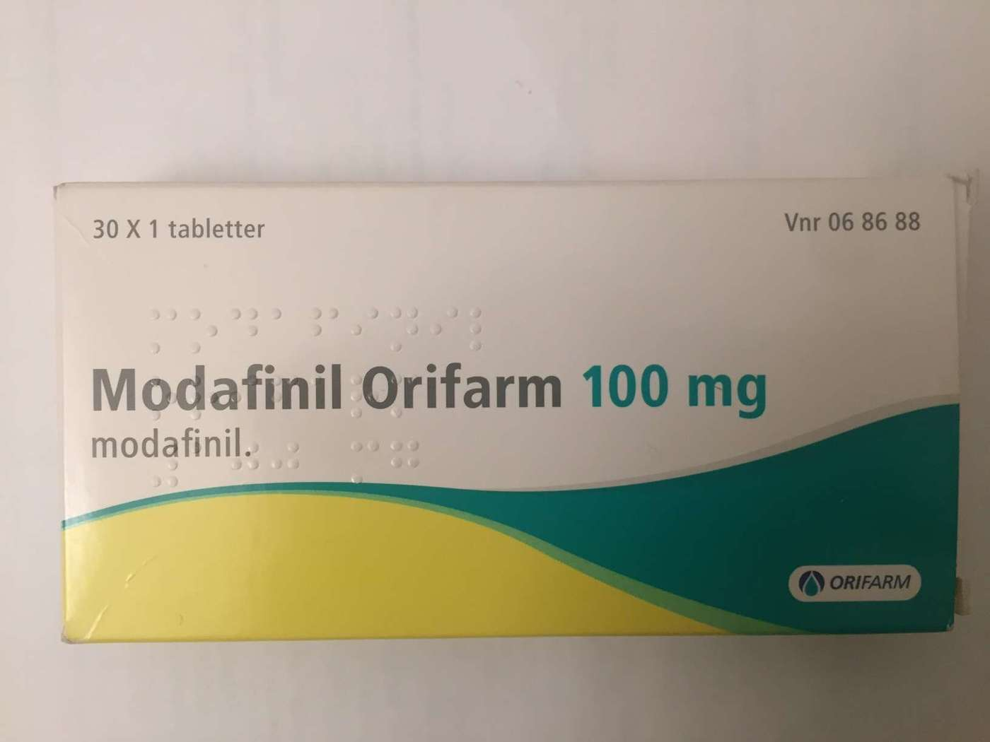 Front packaging of 100mg Mylan modafinil (2016)